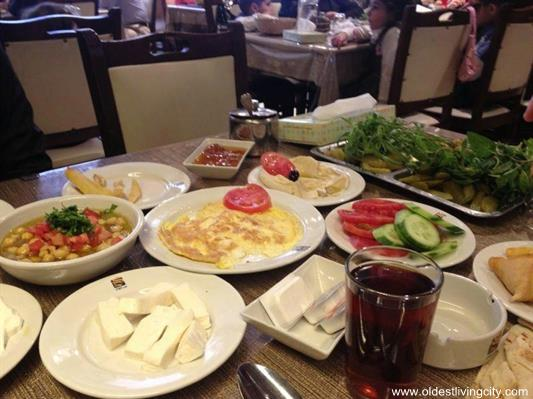 أفضل 5 مطاعم بالرياض للعائلات مع العناوين وأرقام الهواتف والمنيو